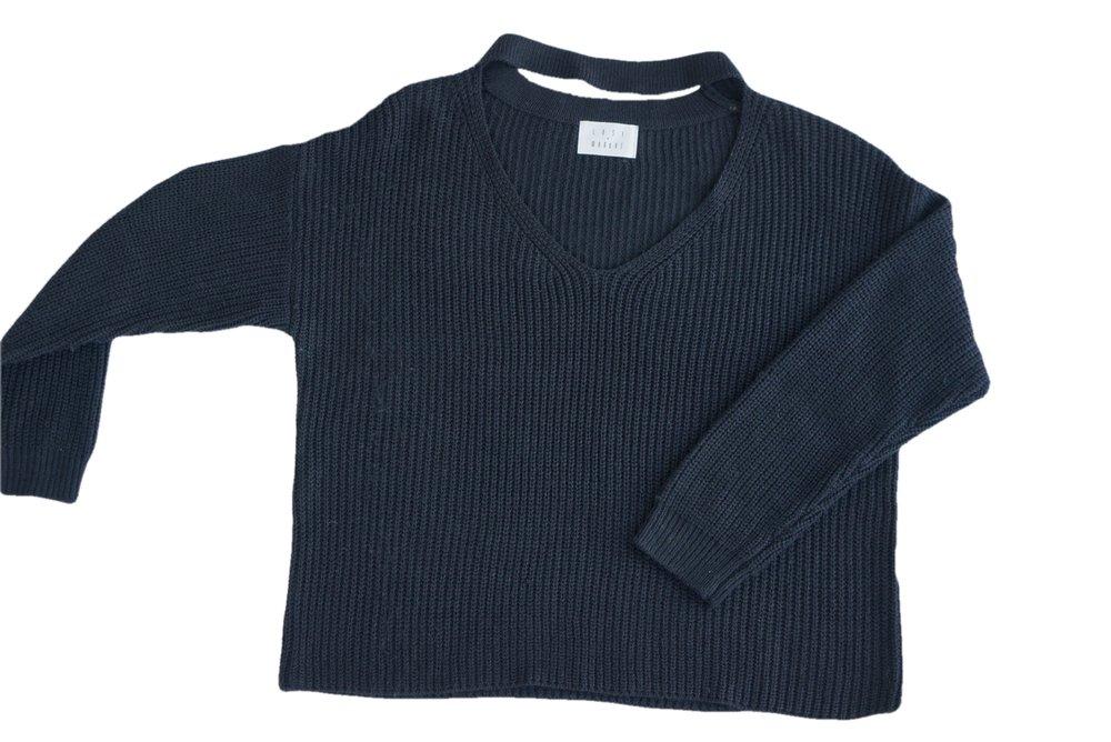 BlackChokerSweater01.jpg