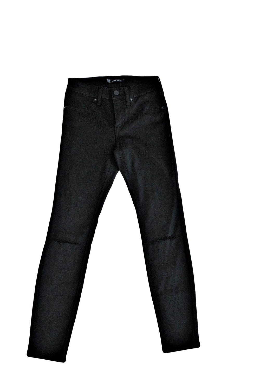 BlackRippedJean06.jpg