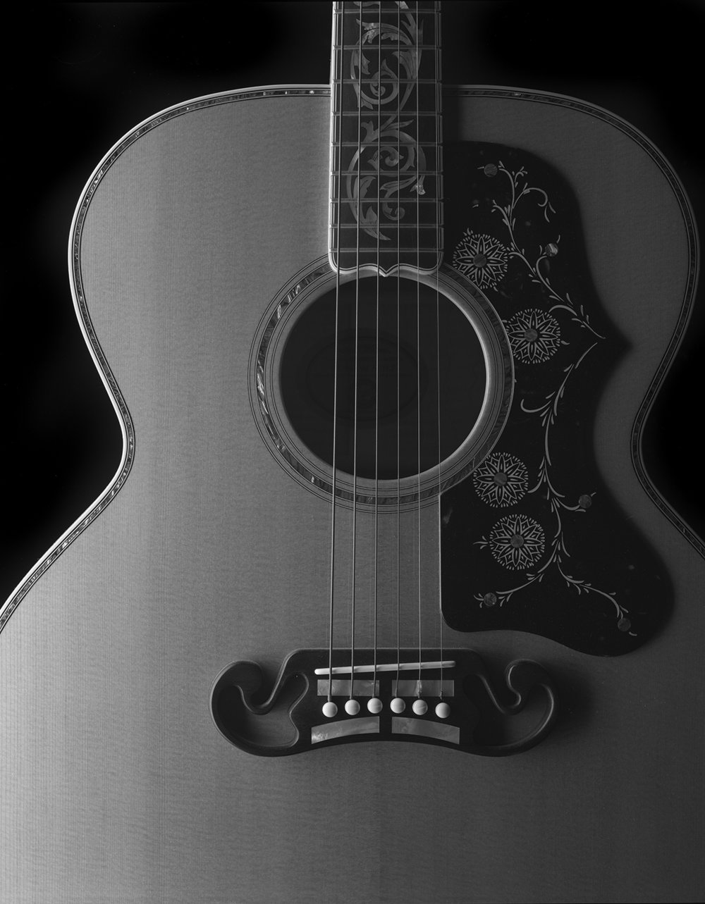 Gibson_Front002.jpg
