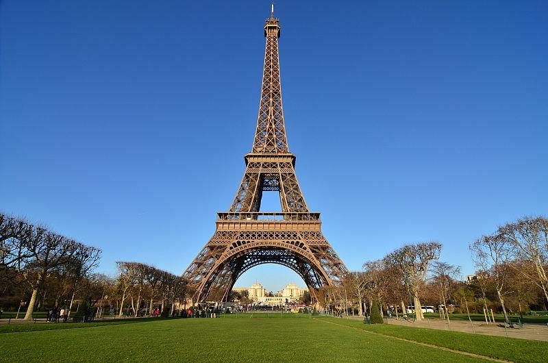 Torre Eiffel vista de fora / Crédito: guiadoestrangeiro.com (Google)