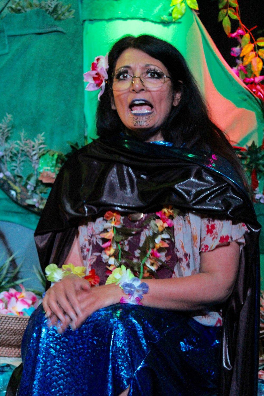 Rekha Ohsl  as Aunty