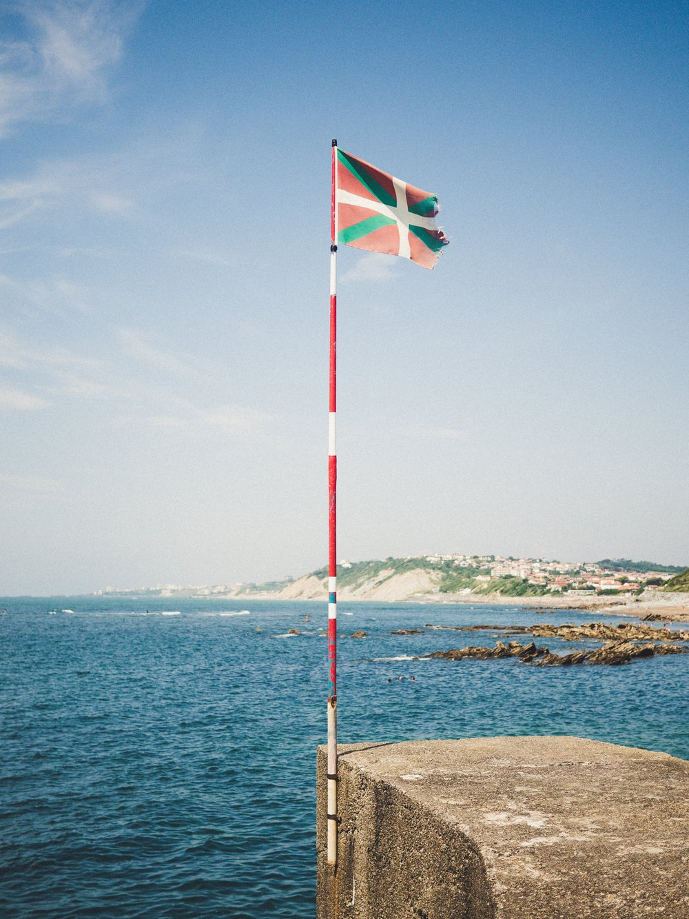 Basque flag. Photo by Joanes Andueza.
