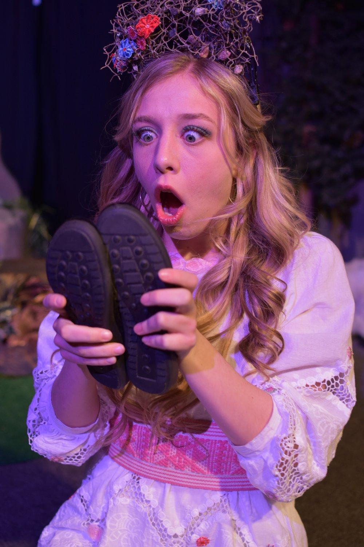 Hanna Dotson  as Izar