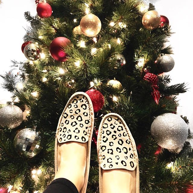 All I want for Christmas is a hand painted pair of shoes 🎄