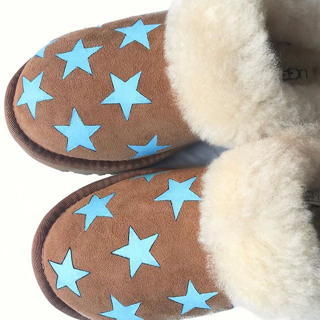 Slippers are V necessary for this cold weather. Loving these new blue star @ugg slipper I just painted 🤩