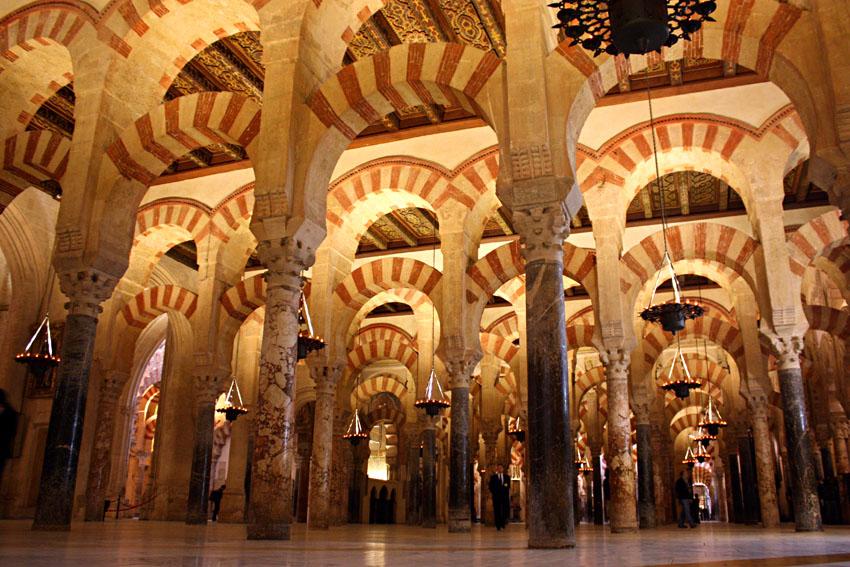 Mosque of Córdoba. Cordoba, Spain  https://www.moroccoworldnews.com/wp-content/uploads/2014/02/mezquita_cordoba_columnas.jpg