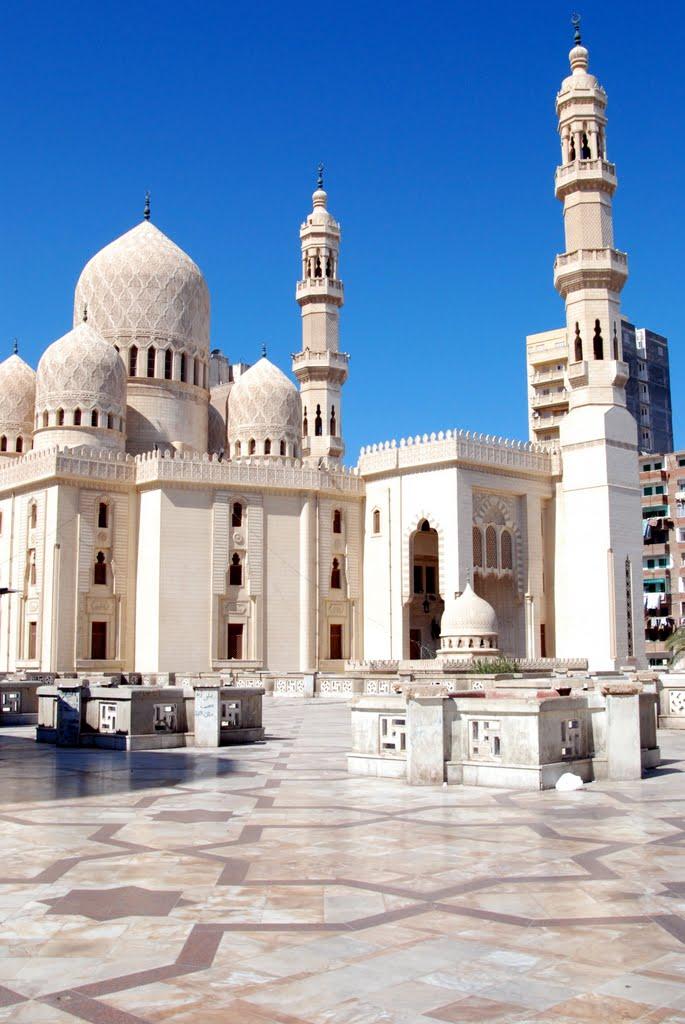 Abu al-Abbas al-Mursi Mosque. Alexandria, Egypt  https://i.pinimg.com/originals/63/b5/39/63b539cd4804fe35ddc7bbc5820a68d6.jpg