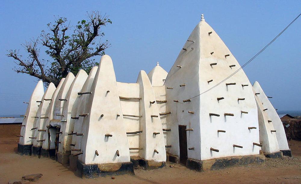 Larabanga Mosque. Larabanga, Ghana  https://upload.wikimedia.org/wikipedia/commons/3/31/Larabanga_Mosque_Ghana.jpg