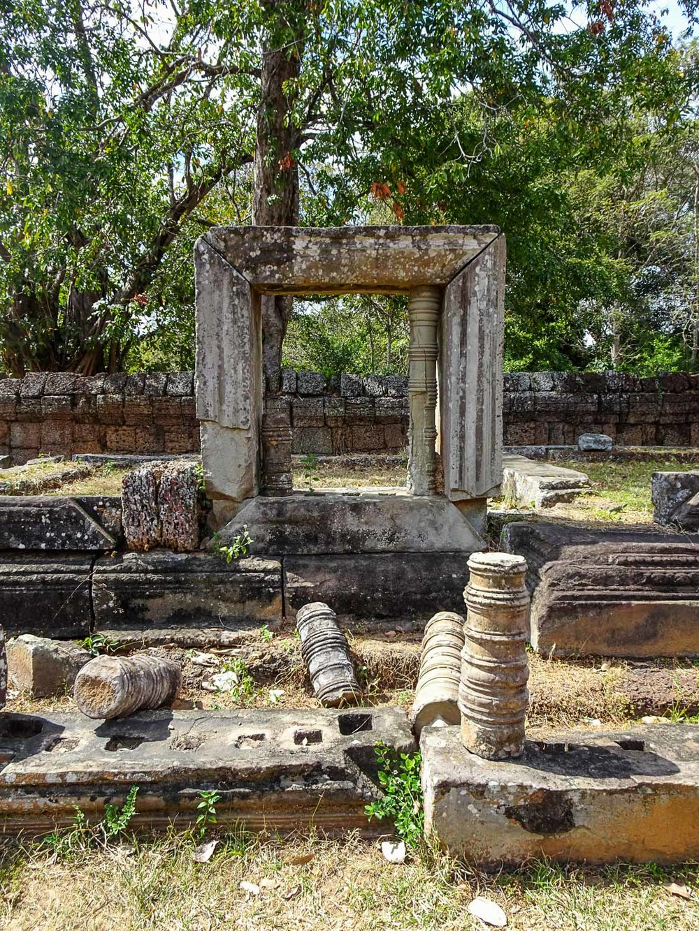 Ruins on the grounds of East Mebon