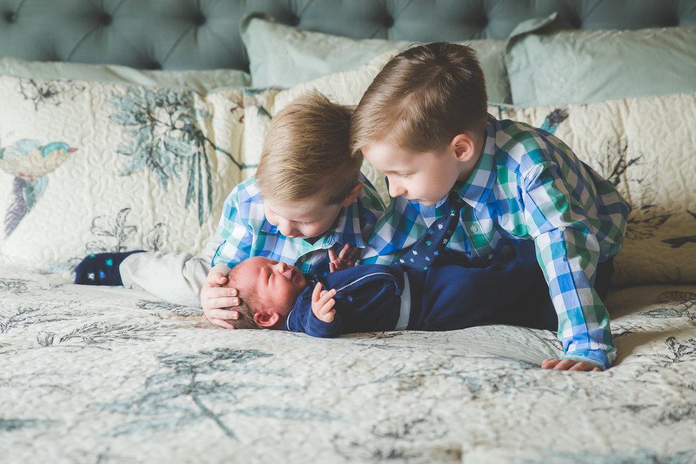 newborn-photographers-urbandale-11.jpg