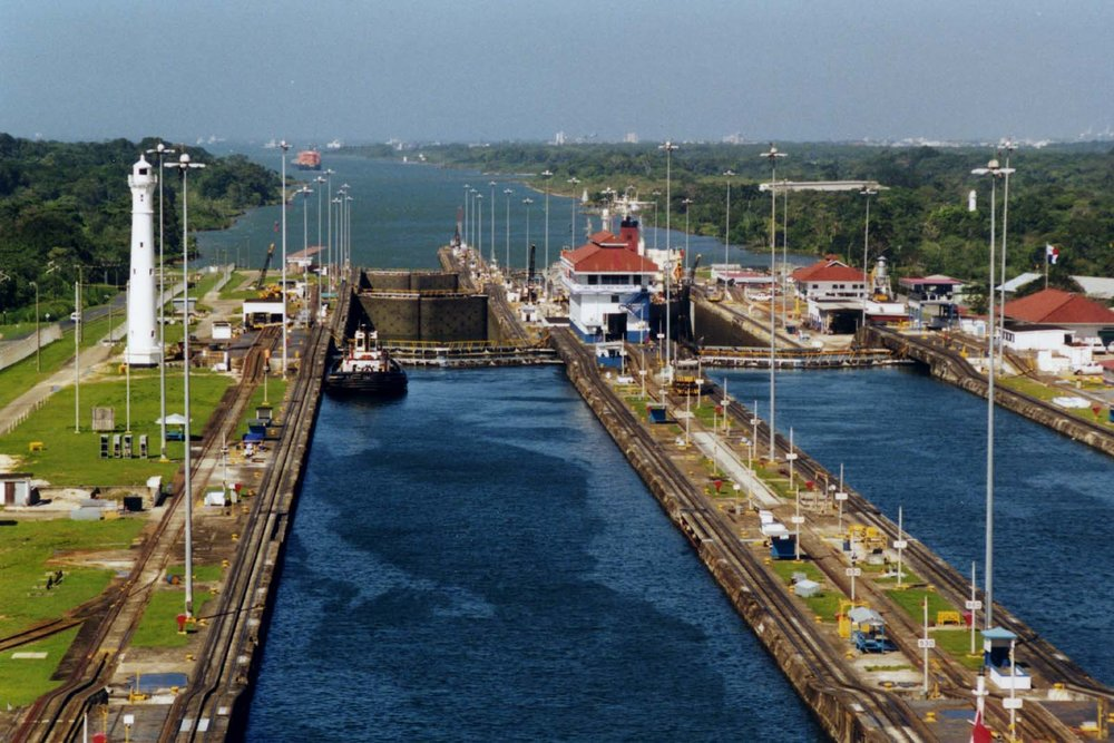 Panama_Canal_Gatun_Locks.jpg