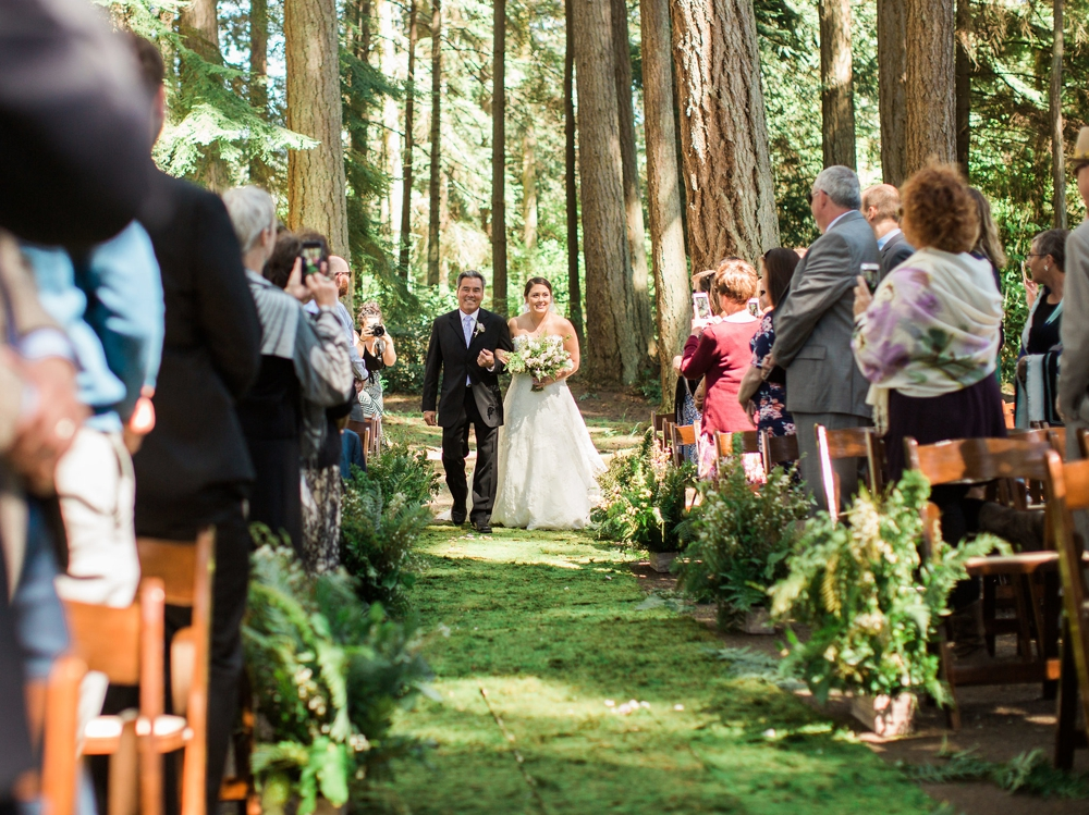 father walking daughter down the aisle in pnw wooded ceremony
