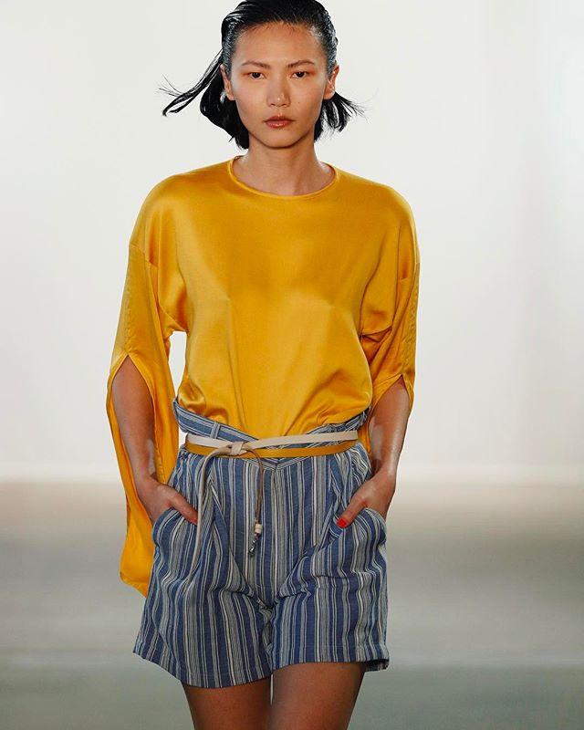 #hienle #ss18 #runway #fashion #berlinfashionweek #safran #fashiondesigner @studiohienle #photography #stefanknauer buy #hienleno1 online at verduu.com