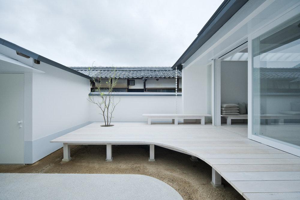 white_dormitory_1.jpg