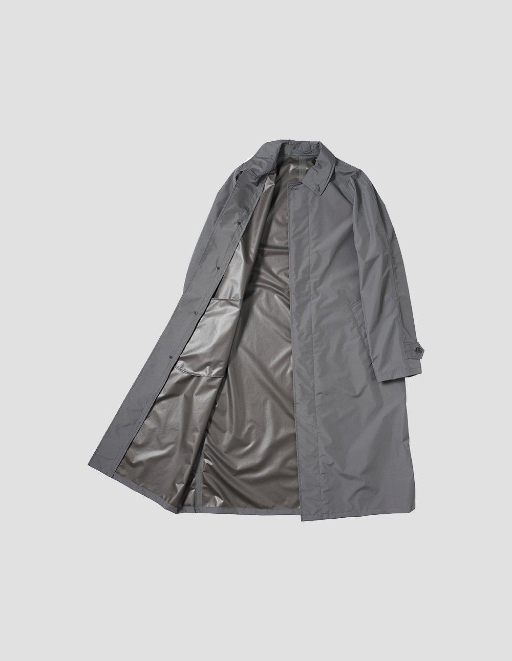 margaret-howell-men-ss17-pac-a-mac-superlight-gore-tex-charcoal-inside.jpg