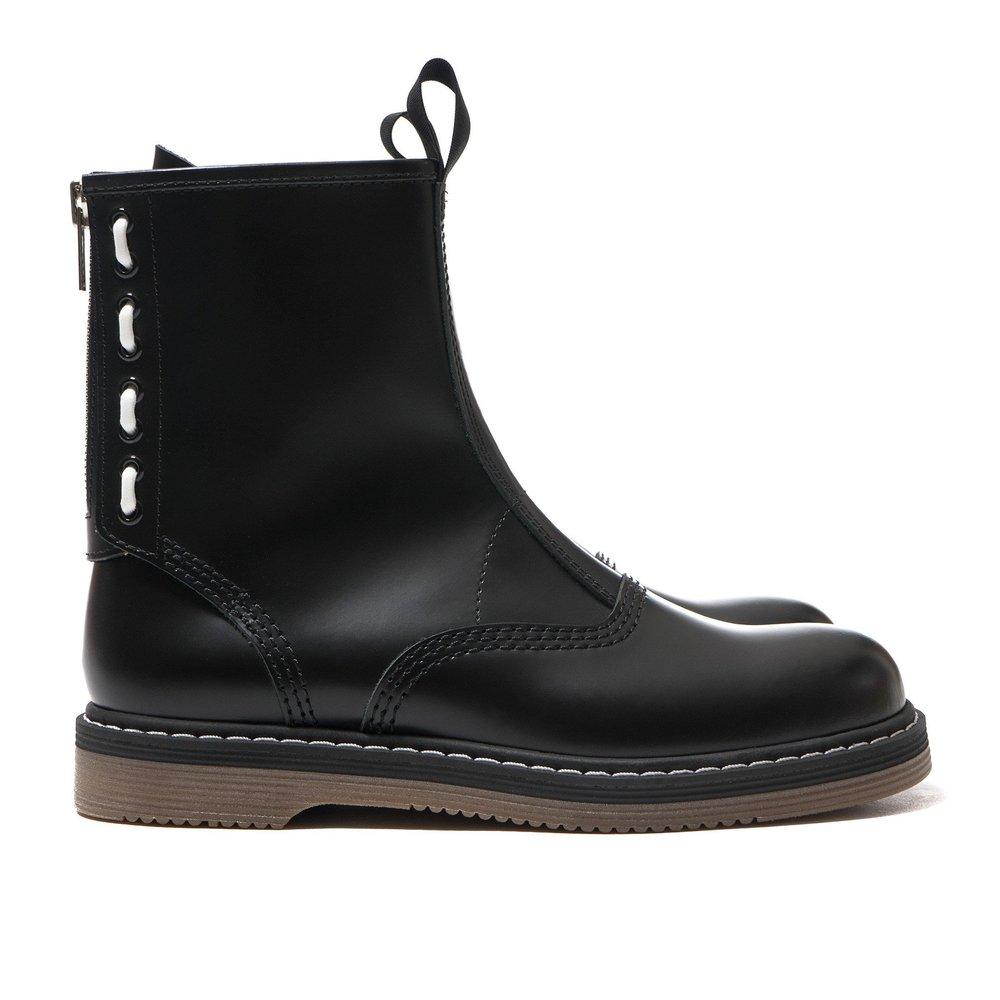 sacai-x-Hender-Scheme-Boots-BLACK-1_30071e71-3137-44fc-a111-cabb2a5e6566_2048x2048.jpg