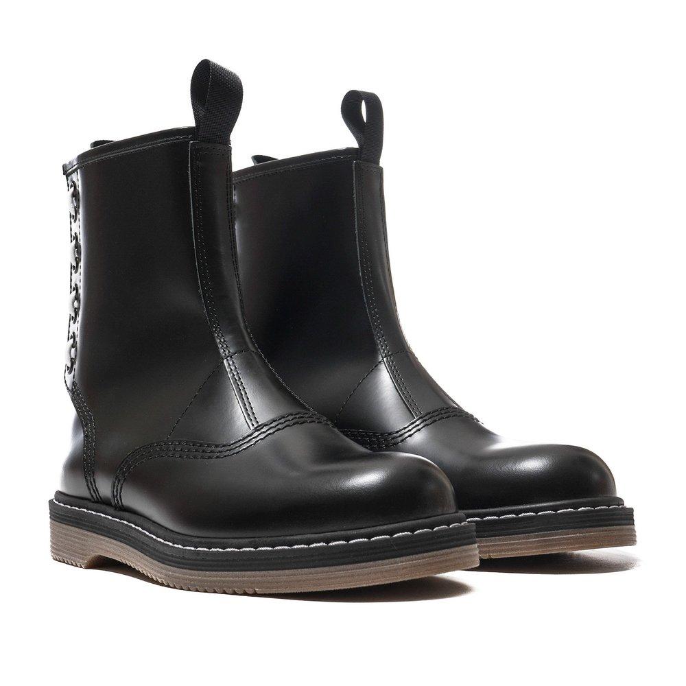 sacai-x-Hender-Scheme-Boots-BLACK-2_7a1604eb-09df-44a4-a1a8-111be313241e_2048x2048.jpg