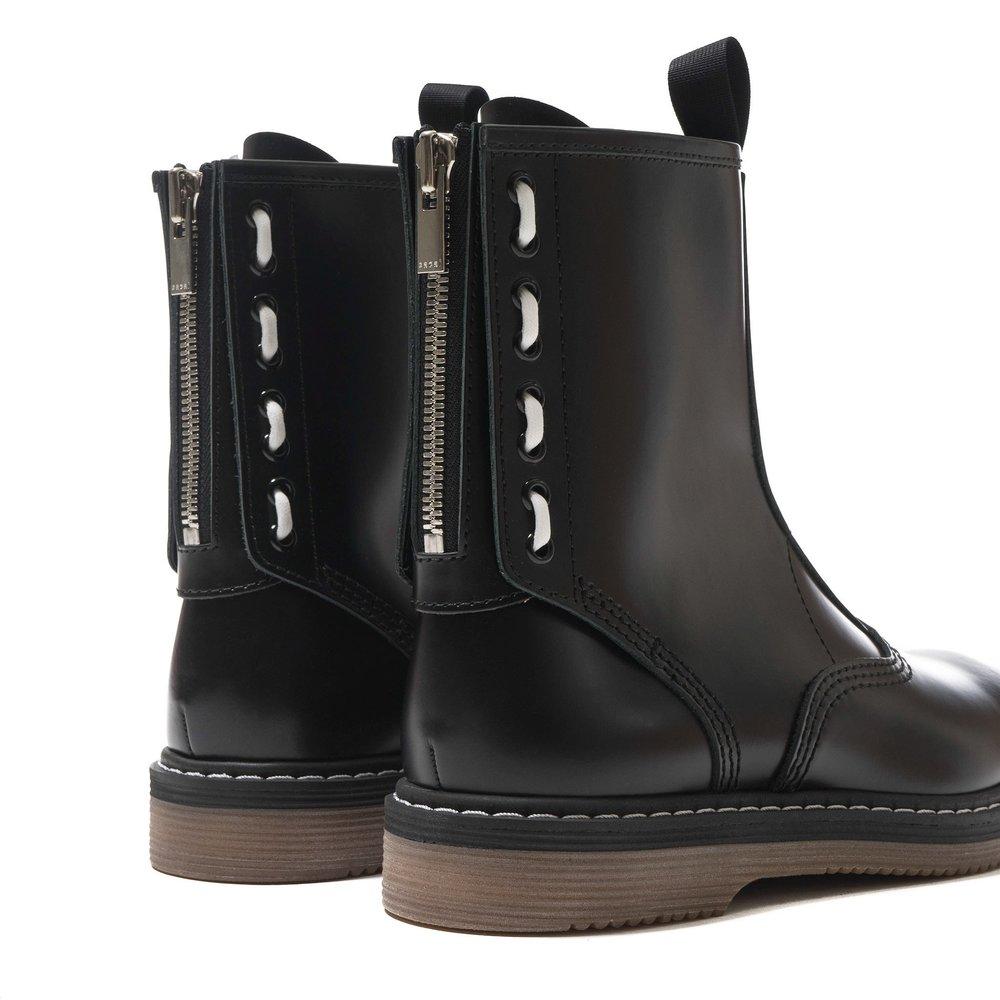 sacai-x-Hender-Scheme-Boots-BLACK-3_6f2285ac-223d-40b9-8fde-5b2c33ba83f7_2048x2048.jpg