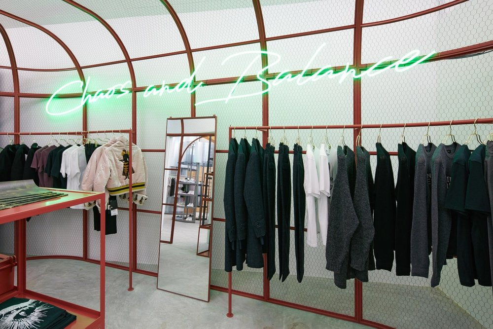 http-%2F%2Fhypebeast.com%2Fimage%2F2017%2F07%2Fdover-street-market-singapore-store-inside-pictures-3.jpg