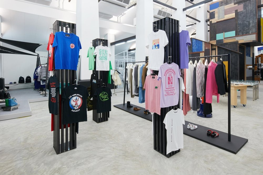 http-%2F%2Fhypebeast.com%2Fimage%2F2017%2F07%2Fdover-street-market-singapore-store-inside-pictures-14.jpg
