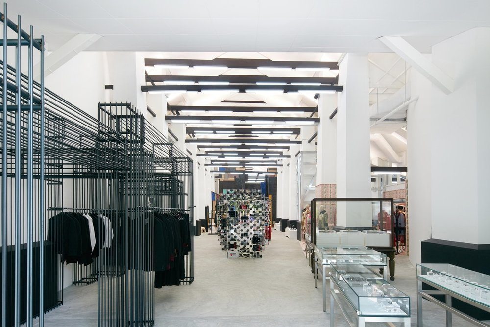 http-%2F%2Fhypebeast.com%2Fimage%2F2017%2F07%2Fdover-street-market-singapore-store-inside-pictures-15.jpg