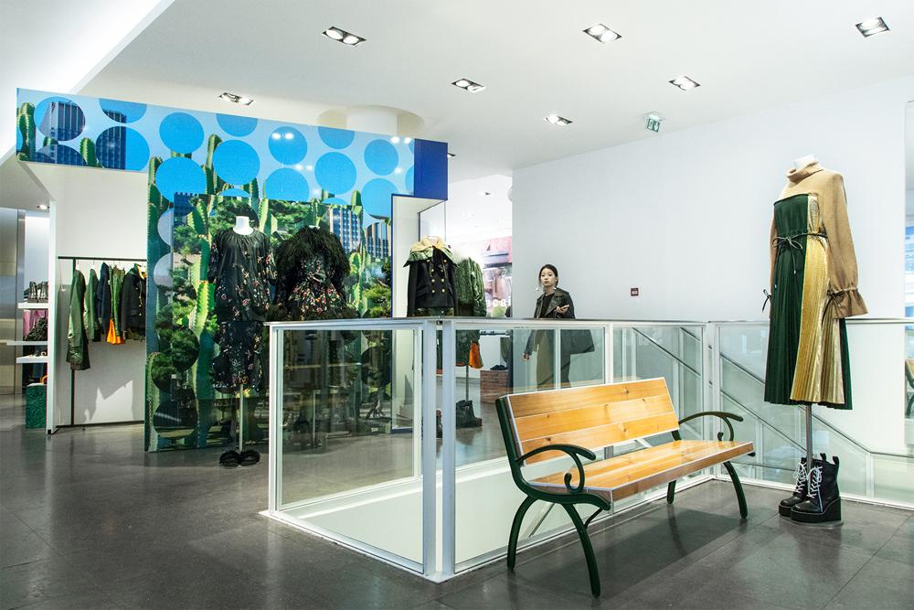 Jardin-sacai-at-colette_store-interior-10.jpg