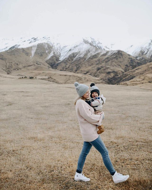 I like the cold. I like snow capped mountains. and I like a cute Zi. 📷 @thecommonsmith