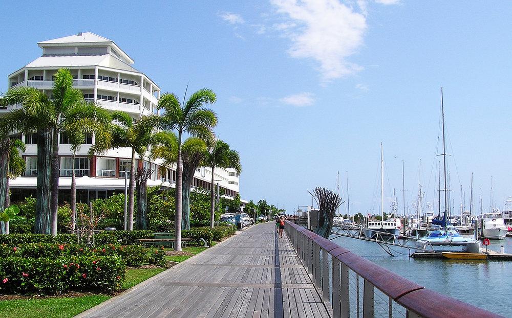 Cairns_Esplanade_-_Pier_(Shangrila_Hotel).jpg