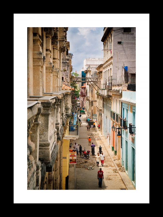 street life in la habana | © preston lewis thomas | $525