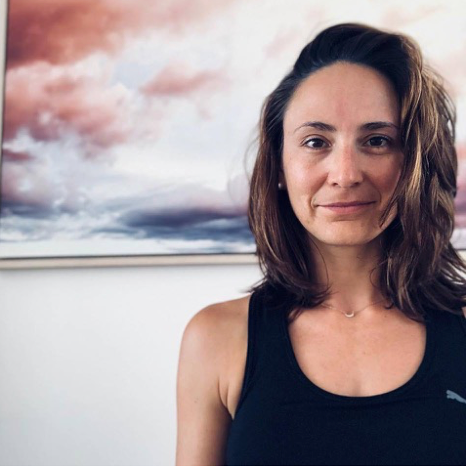 - Arianna Pienaar is an Emotions Mentor, doTERRA Platinum and the foundress of the Essential Collaboration - an incredible group of women committed to changing the world through natural solutions and empowering those around them to live the life of their dreams, on their own terms.