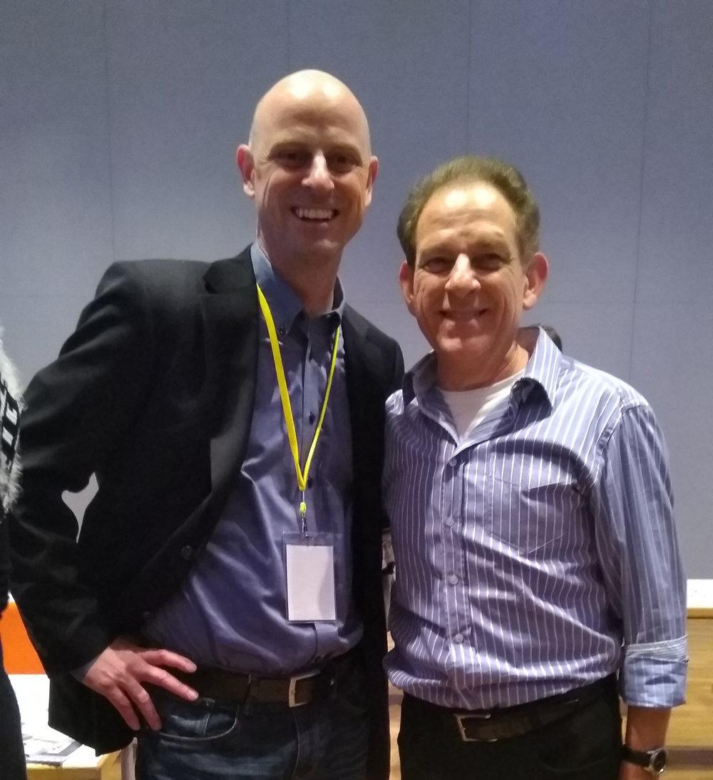 François Cochard & Joel Roberts - Joel Roberts war Star-Radiomoderator in Los Angeles, dem wichtigsten Radiomarkt der Welt. Heute ist er als Trainer tätig.