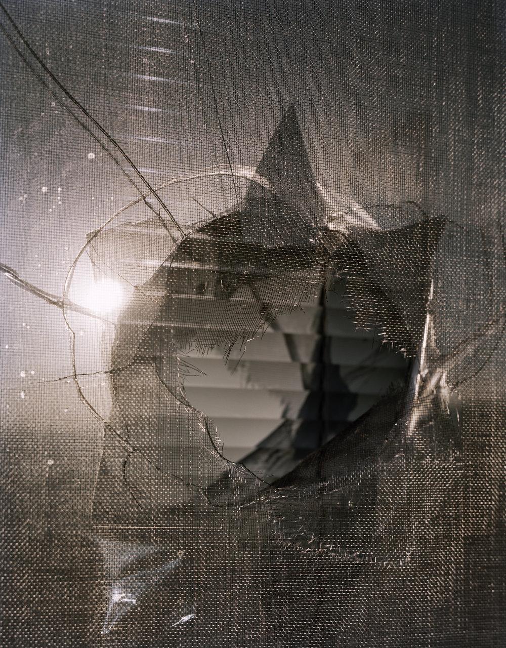 2017_01_S002_WindowHoleClose.jpg