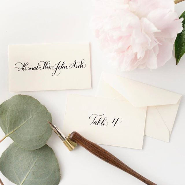 Escort card envelope sets are one of my favorite ways to unveil guest's seat for the night. 💌🖊✨