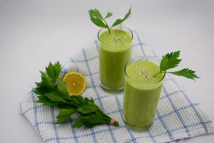 Immune-boosting Celery Leaf and Collagen Smoothies