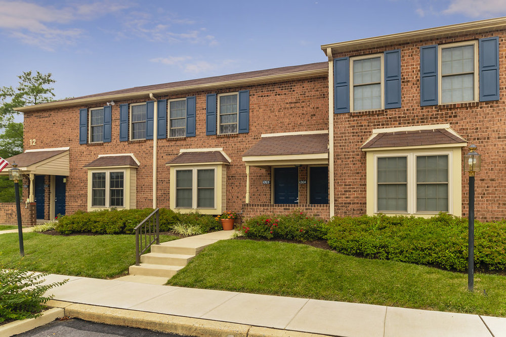 Severgn - 913 South Severgn Drive, Exton, PA 19341(844) 561-1987Garden-Style 1 & 2 Bedroom Apartment HomesAccess to Amenities: Pool, Fitness Center, Club HouseAlso Features LEED Apartment HomesConvenient Location near shops, restaurants & entertainment