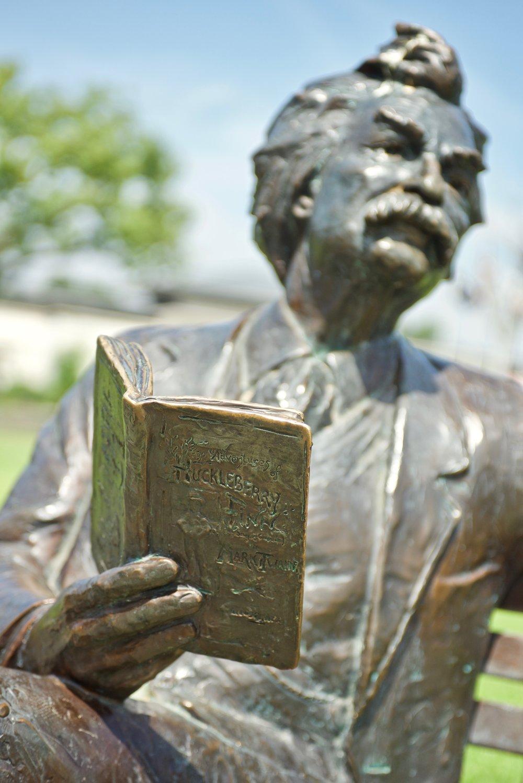 Statue of Mark Twain