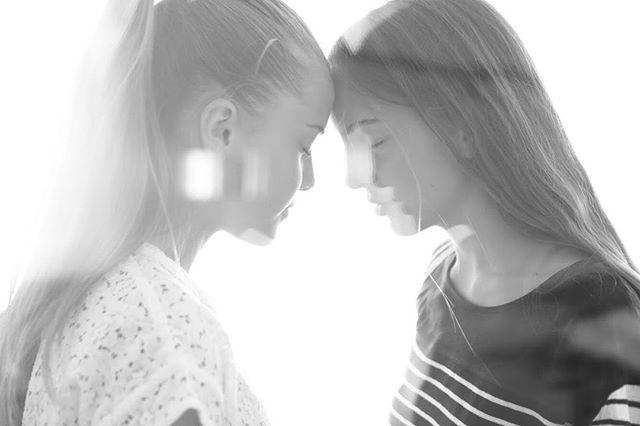 Another shoot with the beautiful @cornelia_bowen and @veronica.basili .  #portrait #pesaro #headshot #lighting #blackandwhiteonly #naturalhair #naturalmakeup #naturallighting #andrea #urbinati #photography