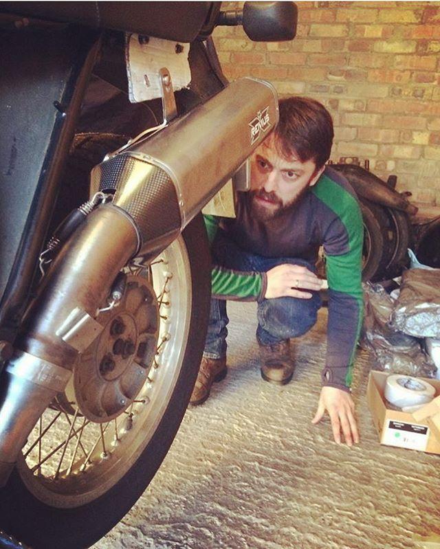 Installing the Remus exhaust on Elspeth #bmwr65gs #bmwgs #remus #vintagebmw #r65gs #bmwairhead #bmwmotorrad #makelifearide #advrider #rideandshare #dualsport #bmwadventureriders #advlife