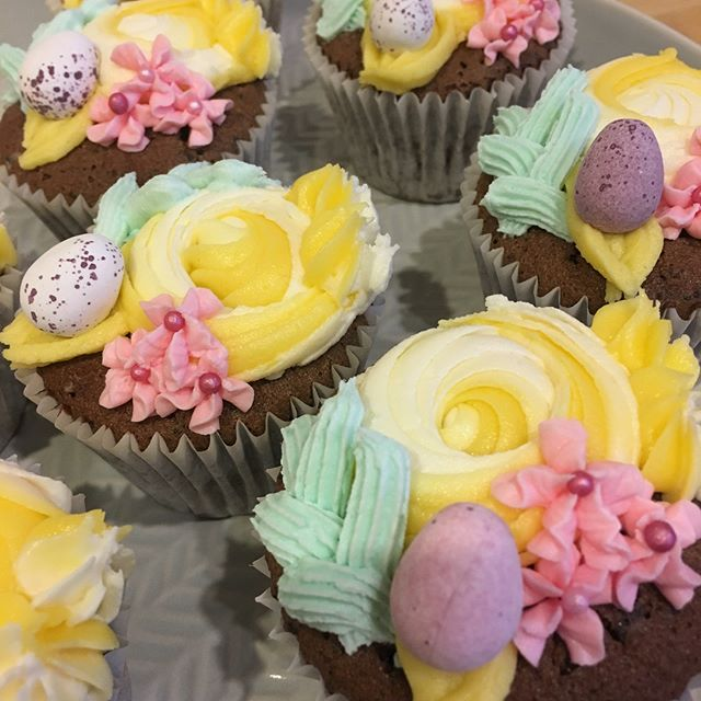 Easter cupcakes looking 👌🏼 These beauties have mini @cremeeggs baked inside them too because, let's be honest, they make everything better 🐥🐣🥚 #easter #bake #london #cremeegg #pastel #swirls #flowers #icing #decoration #chocolate #cake #cakestagram #instacake #mondaymotivation #foodie #custom #handmade #smallbusiness