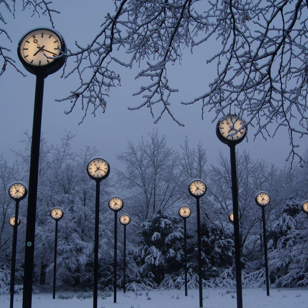 time park Dusseldorf, clocks, snow.JPG