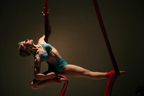 Aerial Silks Class - Lilli Muehleisen