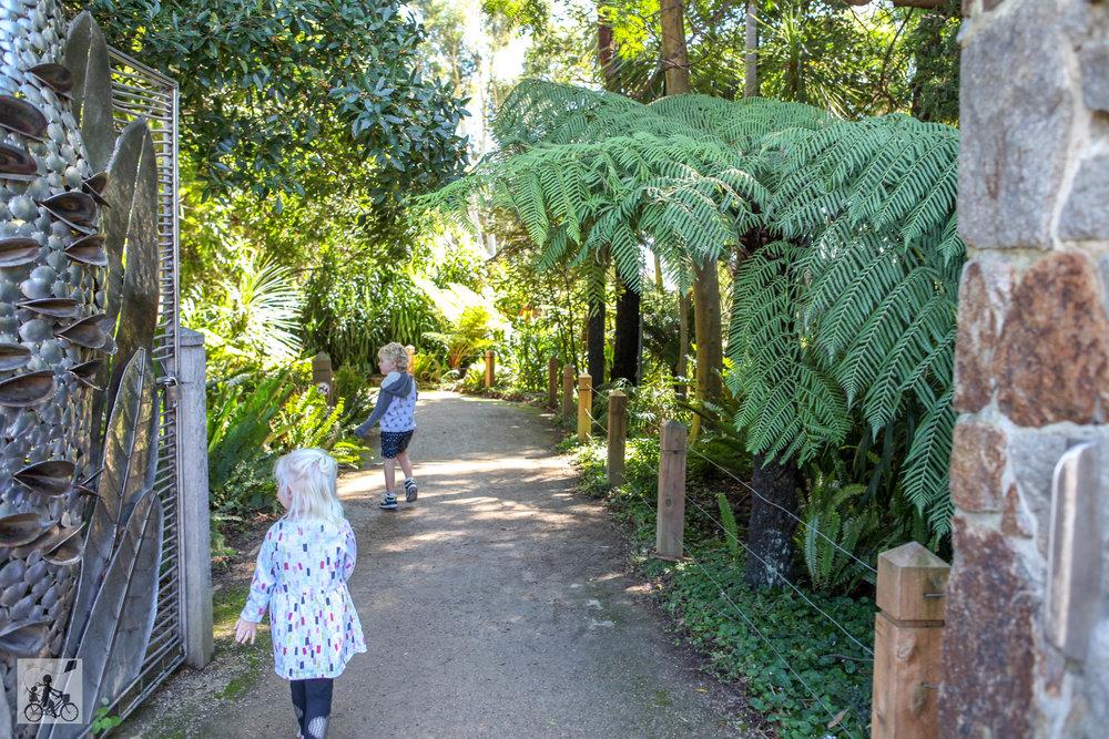 mamma knows south - george pentland botanical gardens, frankston