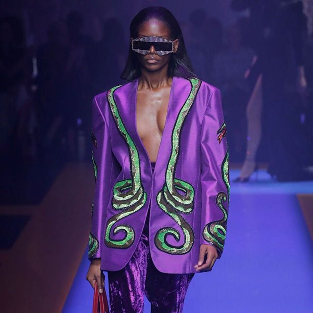 "Last week, Pantone Colour Institute announced the Colour of 2018: Ultra Violet. We first began to see this colour in SS17, and now reappearing in full force on the SS18 runways via Gucci, Prada, Rochas, and more. ""Inventive and imaginative, Ultra Violet lights the way to what is yet to come"" - Pantone. 📷: @gucci . . #purple #ultraviolet #pantonecolor #coloroftheyear #SS18 #runway #gucci #fashion #fashiontrend #jacket #instadaily #instalike #potd #fashion #trending #trends #hausie"