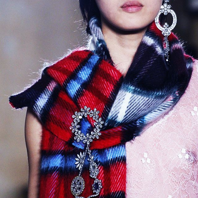 Despite holiday sales estimates falling short for Burberry, the recently debuted FW17 collection was received well for its reinterpretation of British youth culture. Former designer and chief executive Christopher Bailey was inspired by social documentary photographs. Now new chief executive Marco Gobbetti begins plans to revitalise the beloved British brand's stores. 📷: #Burberry #vogue . . . #londonfashionweek #FW17 #tartan #winter #scarf #statementearring #jewelry #oneearring #earrings #youthculture #runway #fashion #fashiontrend #instadaily #instalike #potd #fashion #trending #trends #hausie
