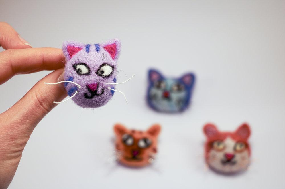kitty brooch8.jpg