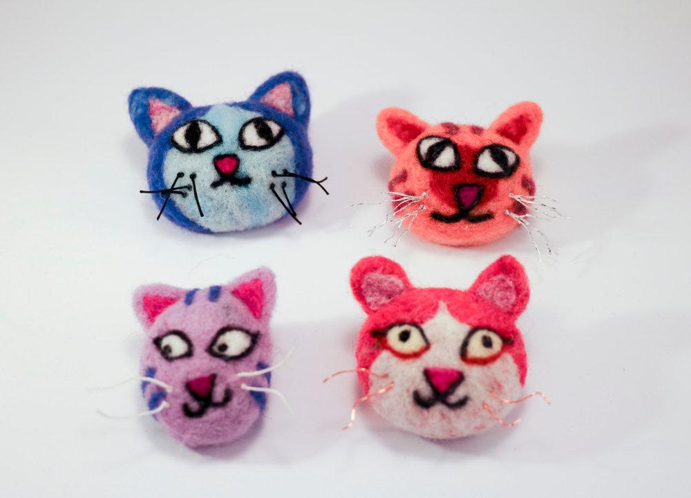 kitty+brooch5.jpg