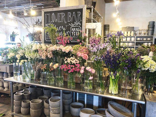 Oh my!!! 😍💐#flowerbar #heavenly #flowerpower #eventplanning