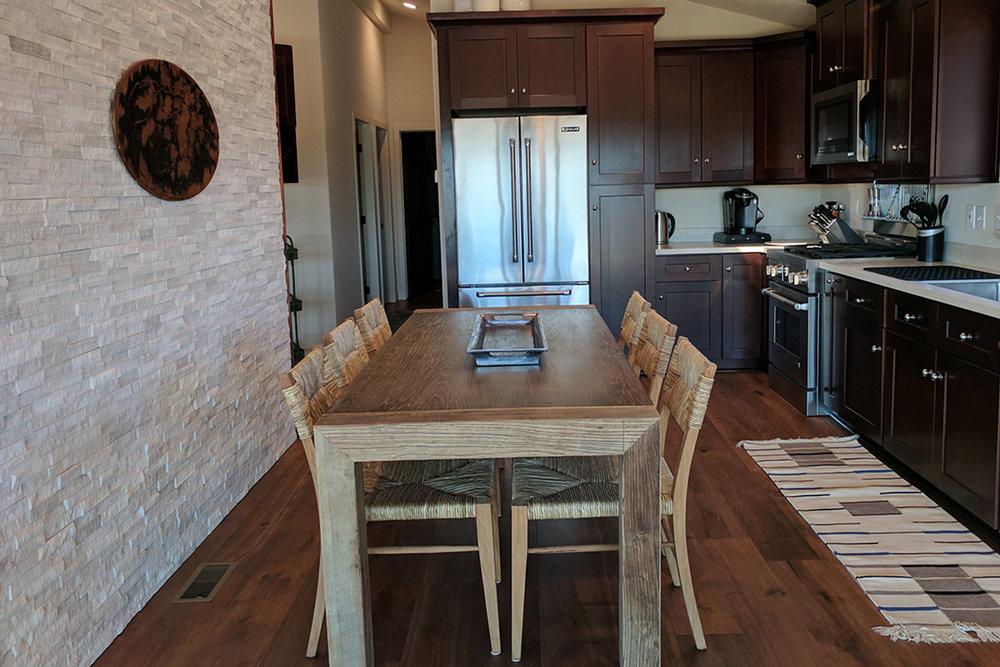 4811 Dining kitchen.jpg