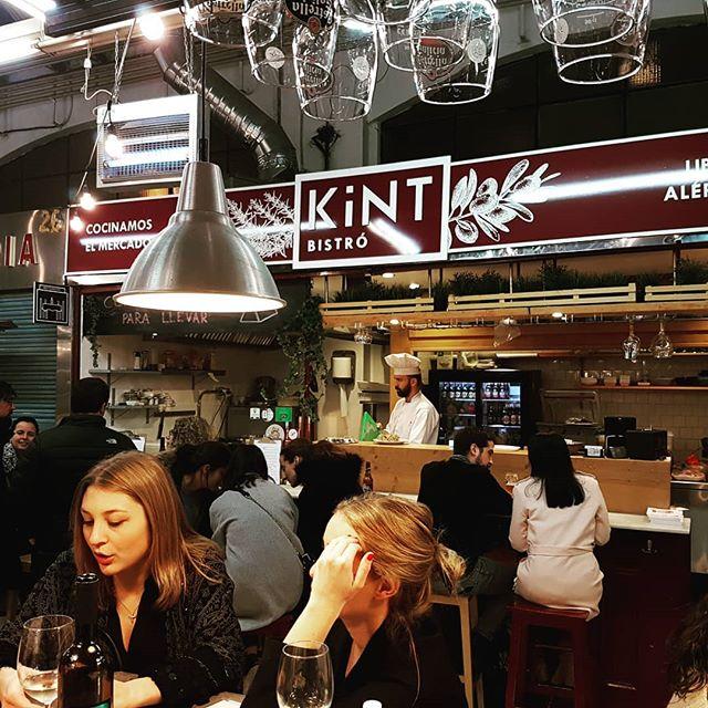 Este es el ambientazo que se está respirando en Kint en estos días 😊 Pásate entre semana a comer con nosotros o a llevarte tu comida o tu cena casera allá donde te apetezca 📦  #comidacasera #parallevar #takeaway #saludable #healthy #singluten #sinlactosa #sinfructosa #mercados