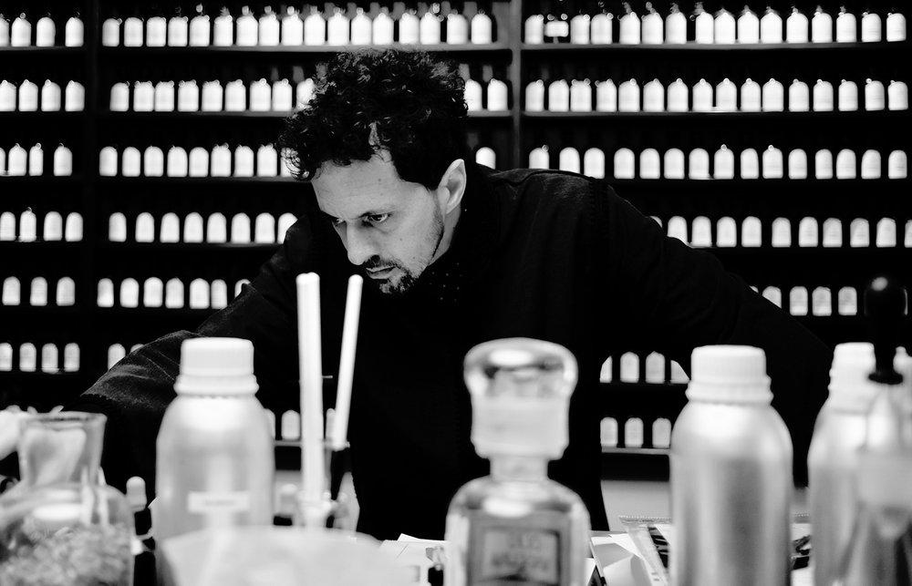 En fotografía Sileno Cheloni, perfumista de Aquaflor Firenze